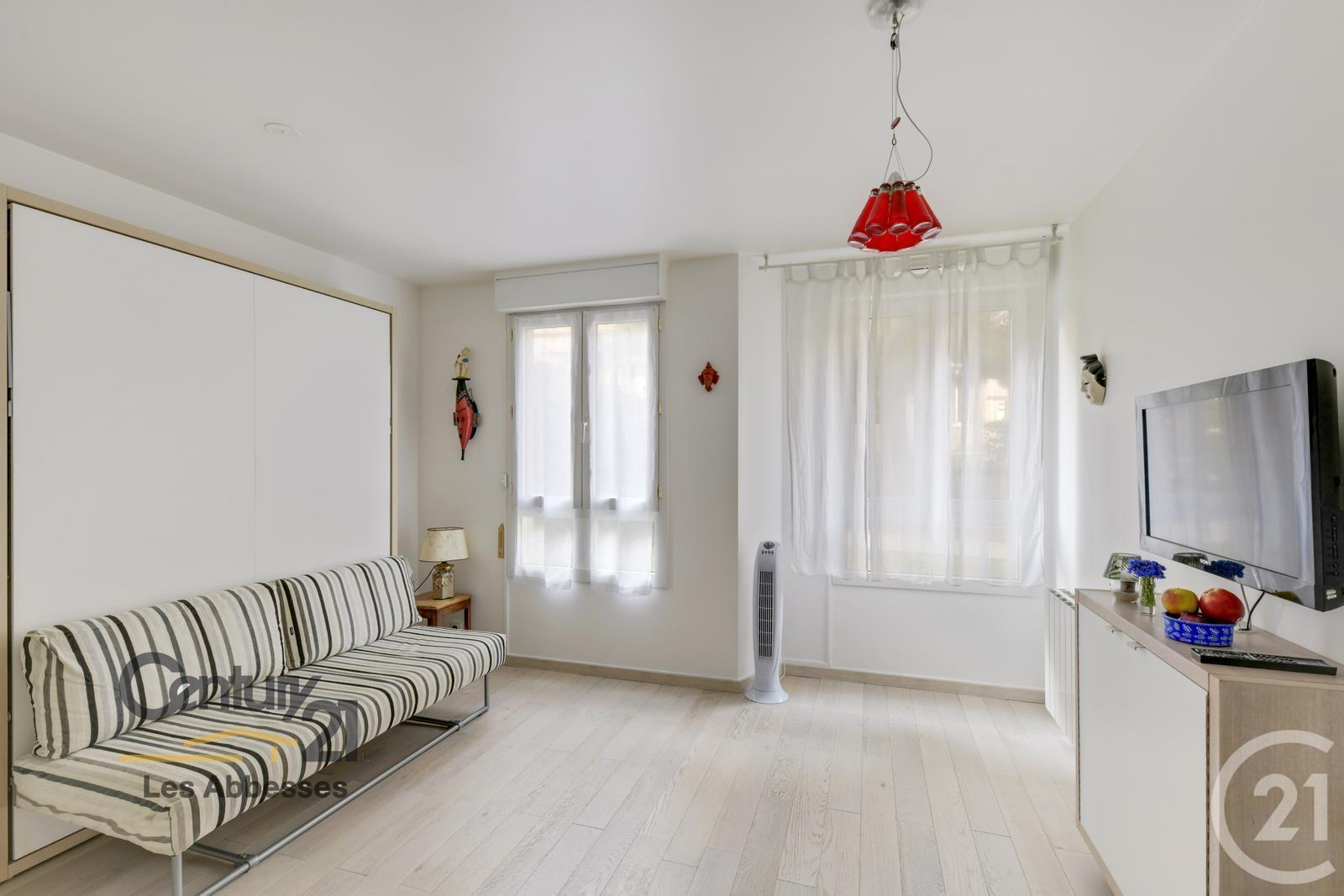 appartement f1 vendre 1 pi ce 24 m2 paris 75018. Black Bedroom Furniture Sets. Home Design Ideas